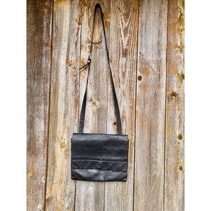 KENNETH COLE genuine leather black crossbody purse